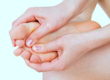 Как выявить причины жжения в ступнях ног, можно ли вылечиться народными средствами