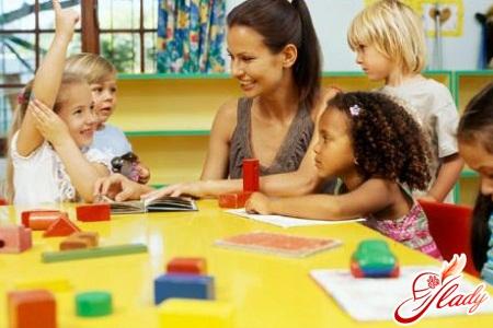 В детский сад идёт малыш