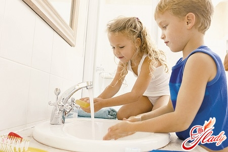 как приучить ребенка чистить зубы