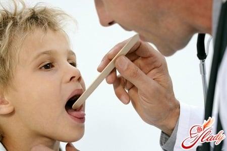 ребенок на осмотре у врача