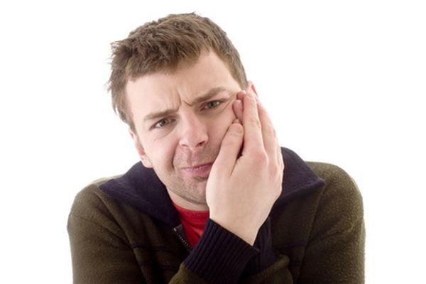 боли во рту у мужчины от язв